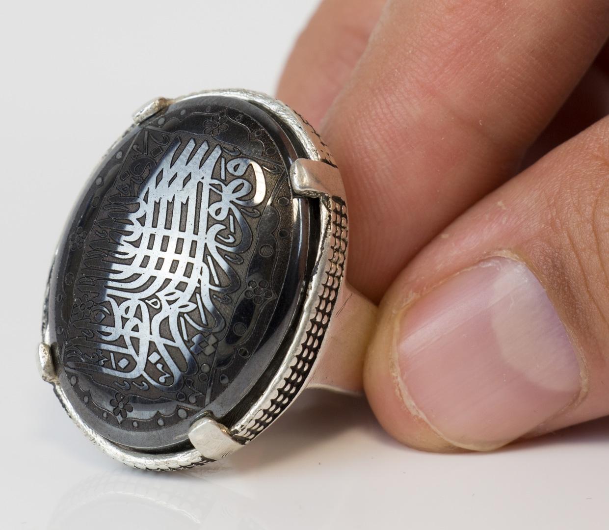 Hadeed Sini (Onyx) großer Stein negativ grativert Silberfassung Größe 62