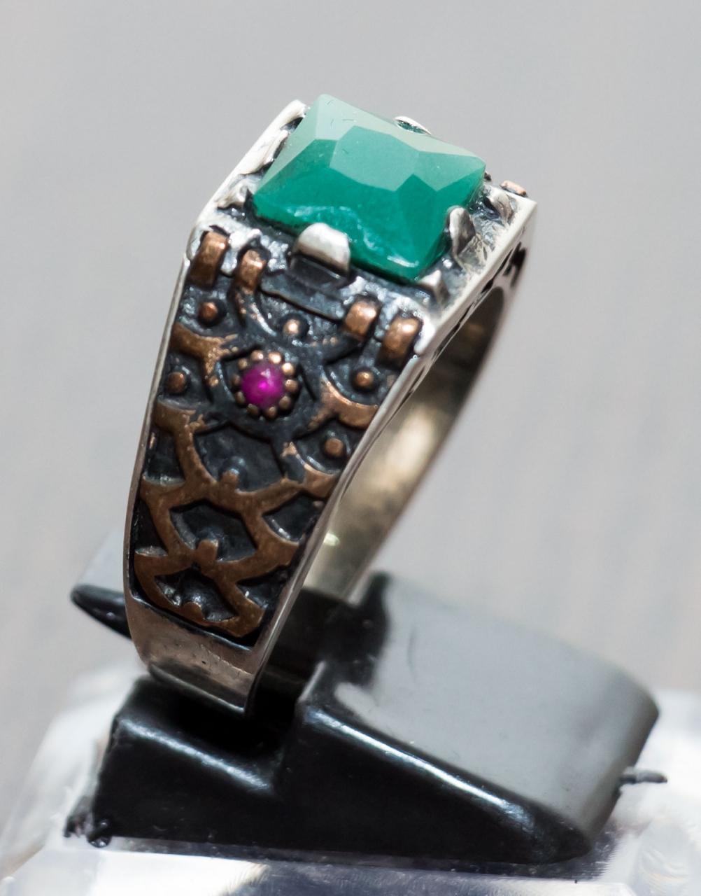 Smaragd / Zomorrod - Türkische Silberfassung verziert mit einem Rubin