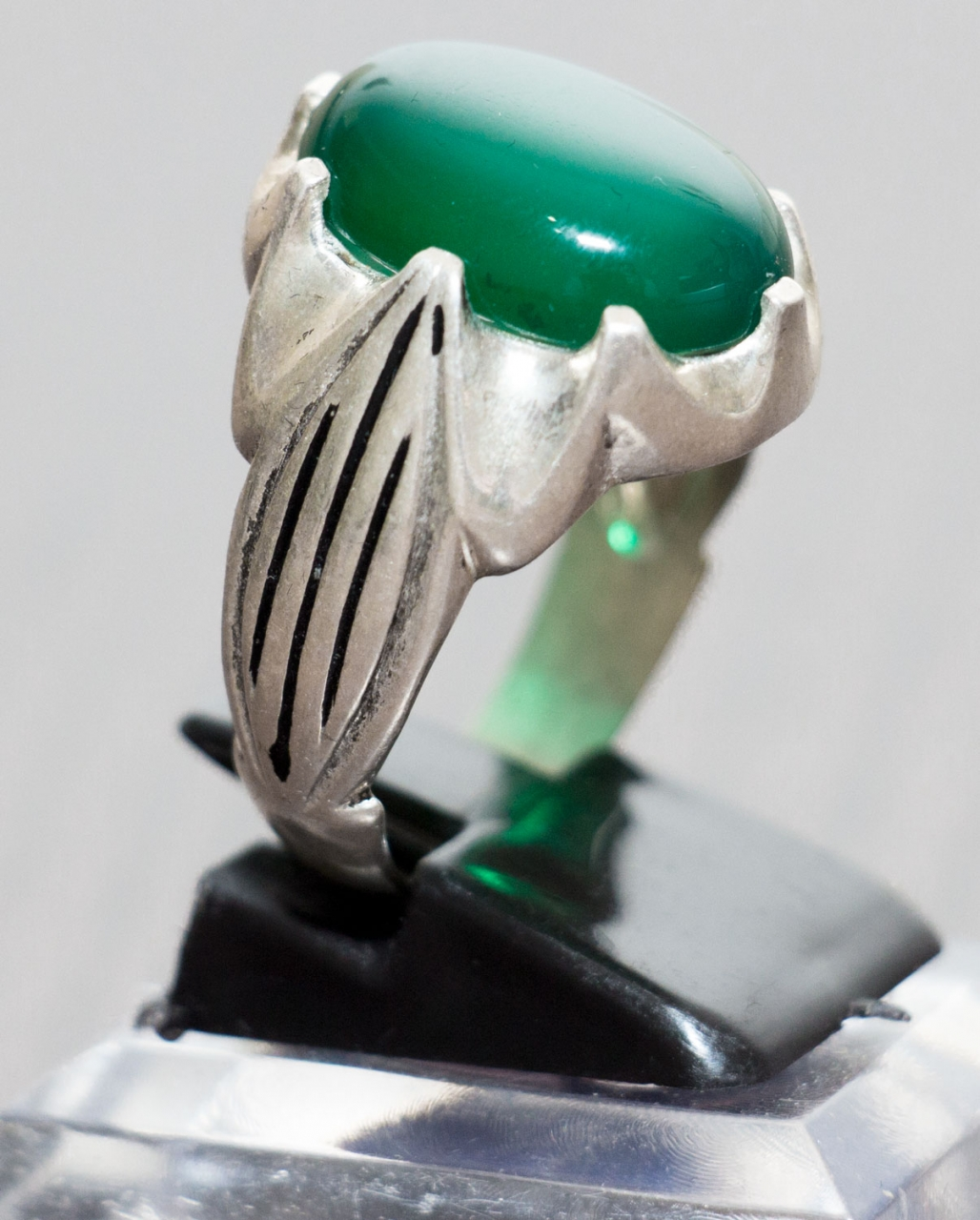 Aqiq Khorasani Grün - ovale Form in Silberfassung