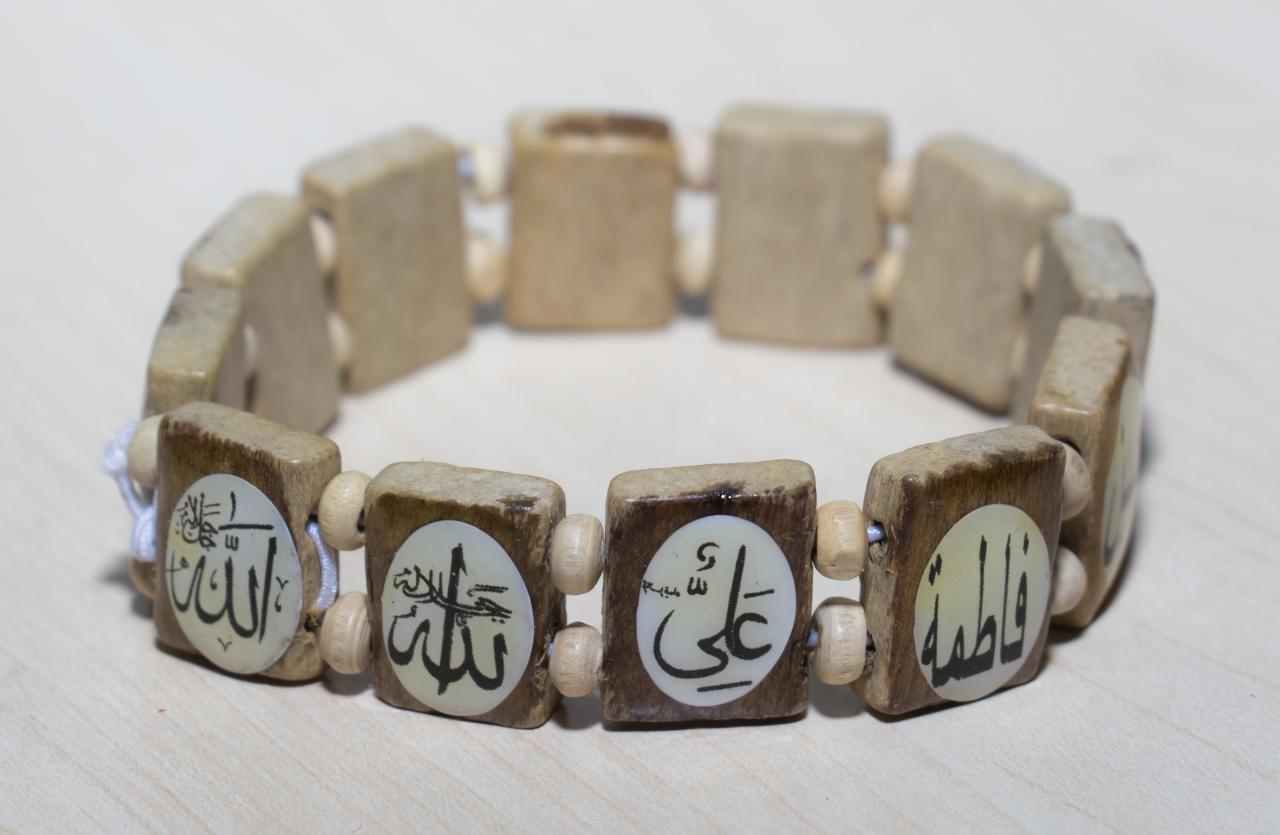 Holzarmband mit Namen der Ahlulbait Farbe Hellbraun